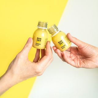 Summer is not the time to abandon your health routine! Grab some SUN and fill up on those vitamins! 🍋☀️ #sun365 #fresh #raw #vegan #ginger #health #shot #juice #drinkthesun